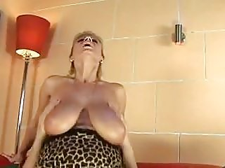 milfs,old+young,cougars