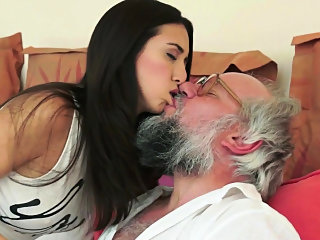 brunette,cumshot,doggystyle