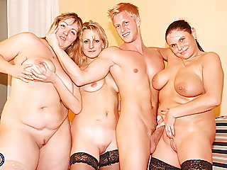 amateur,mature,group sex