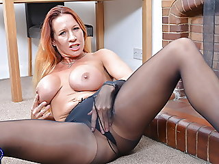 amateur,mature,stockings