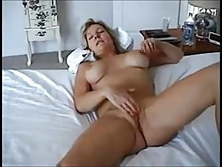 amateur,blonde,mature