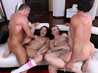 blowjob,brunette,group sex