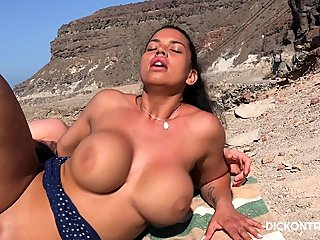 babe,beach,big boobs