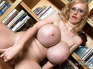 blonde,mature,milf