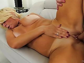 blonde,mature,creampie
