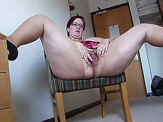 busy mature bbw in mini skirt rips her pantyhose and spreads,,
