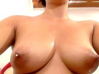 amateur,big boobs,brunette