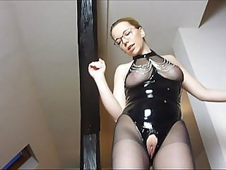 julestern - the slave has to lick the pussy clean after fuck,,
