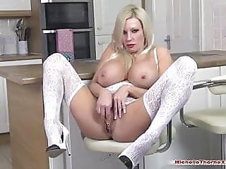 blonde,fingering,masturbation