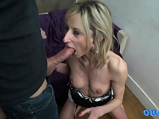blondes,squirting,milfs