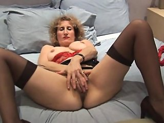 amateur,blonde,fingering