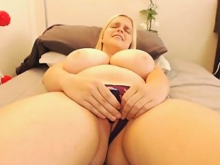 amateur,big boobs,fingering