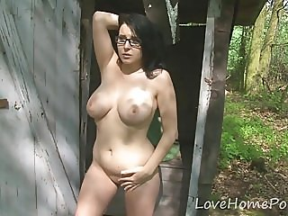 amateur,big boobs,outdoor