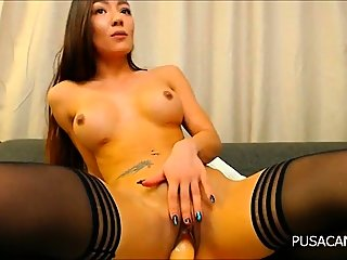 amateur,brunette,masturbation
