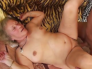 blowjob,mature,squirting