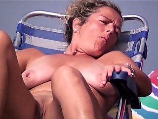 amateur,beach,big boobs