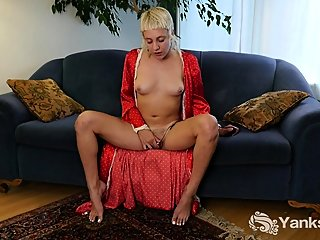 blonde,fingering,hd