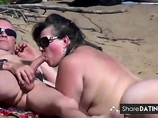 amateur,beach,blowjob