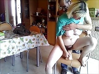 amateur,fingering,hairy
