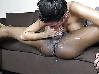 blowjob,brunette,interracial